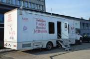 Akcja bezpłatnych badań dla dzieci przed Starostwem Powiatowym